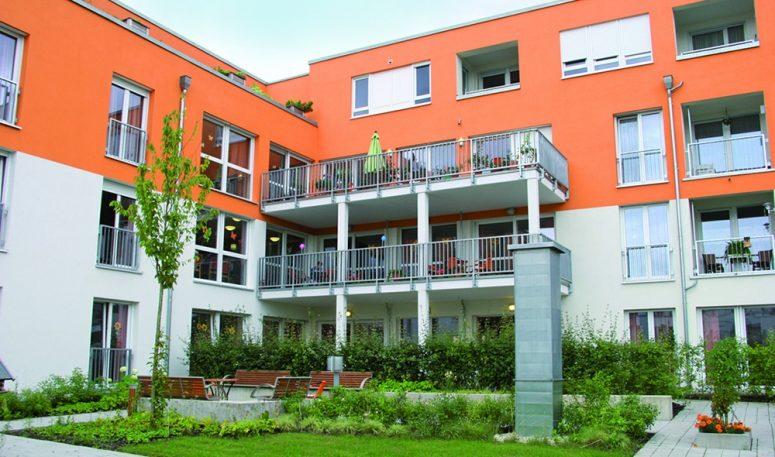 Das Seniorenwohnzentrum Rosengarten in der Bischof-Konrad-Straße Regensburg wurde 2007 fertiggestellt.