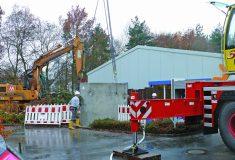 Einbau eines Filterschachtes für 6.000 Quadratmeter Dach- und Parkfläche beim Bayerischen Roten Kreuz in Erlangen.